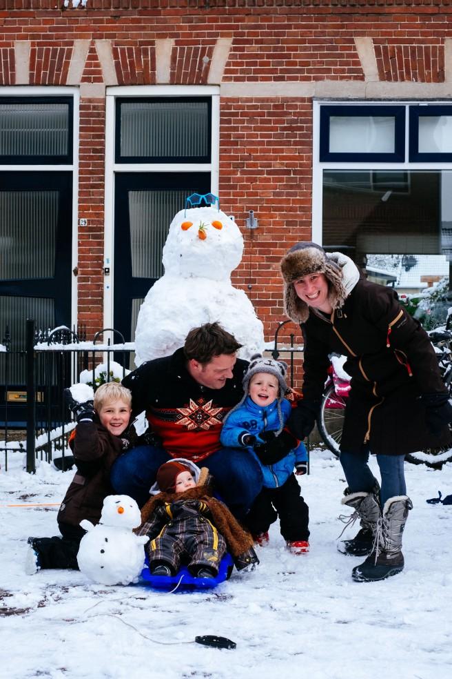 Familie in de sneeuw