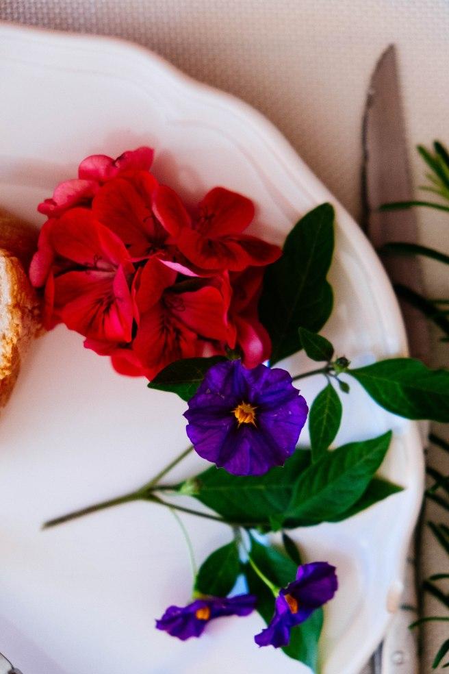 bloemen op bord
